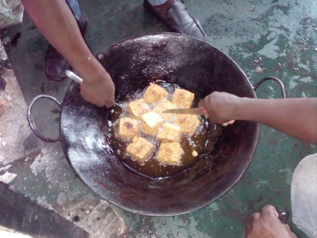 Mandazi (ein Snack - ähnlich Doughnuts) von der Catering Class