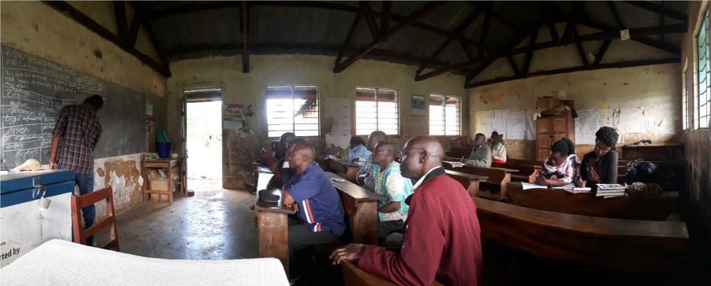 Ein Workshop in einer Schule zu Risikoeinschätzung und -management beim Bau von Latrinen