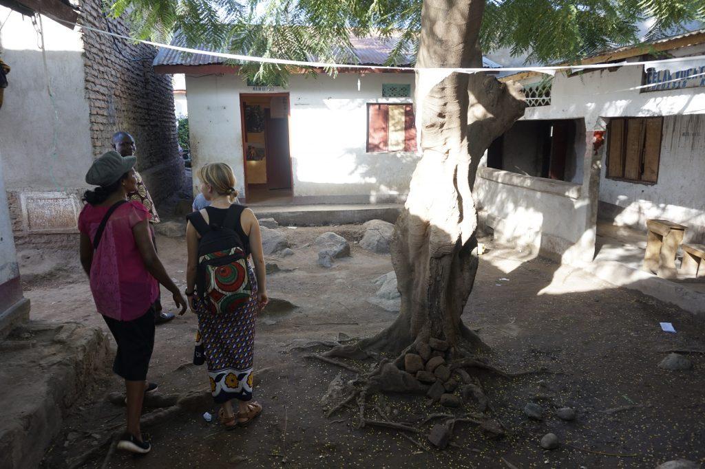 Trina besucht CELAK mit Freiwilligen