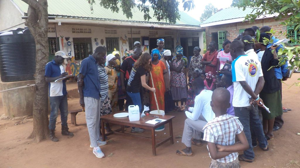 PHCF Skills Training in Nanda (Kiryandongo District) für Shampoo und Badeseife