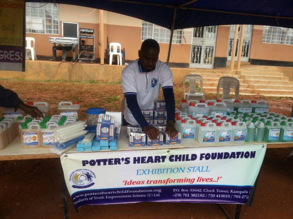 Präsentation von PHCF Produkten auf einer NGO-Messe